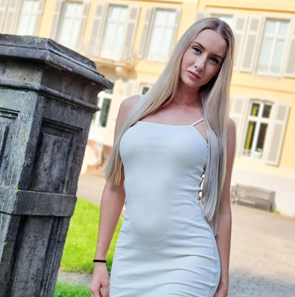 Emma-Dreams weißes Kleid outdoor fotoshooting