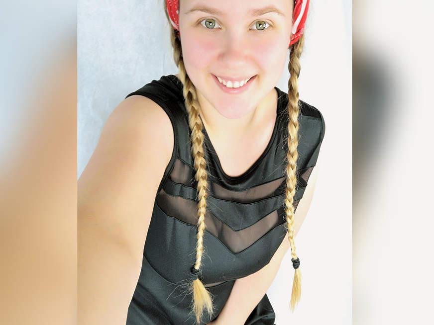 Maja-Meer Teen BBW Selfie